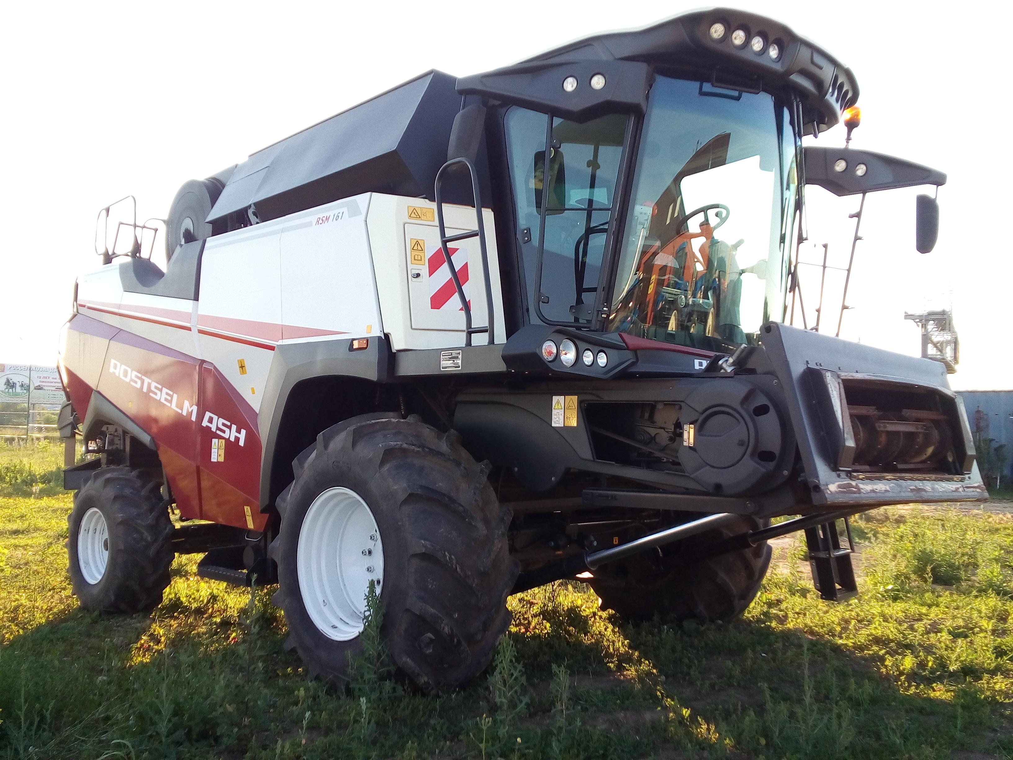 Зерноуборочный комбайн РСМ161 бу  + жатка PowerStreem 900